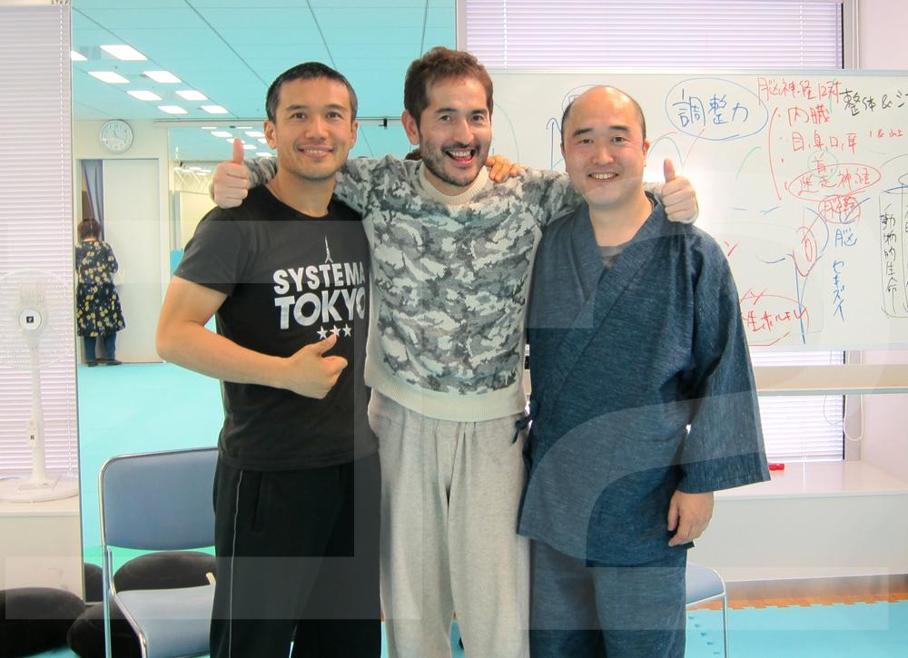 左から)講師の北川貴英さん、山上亮さん、藤本靖さん